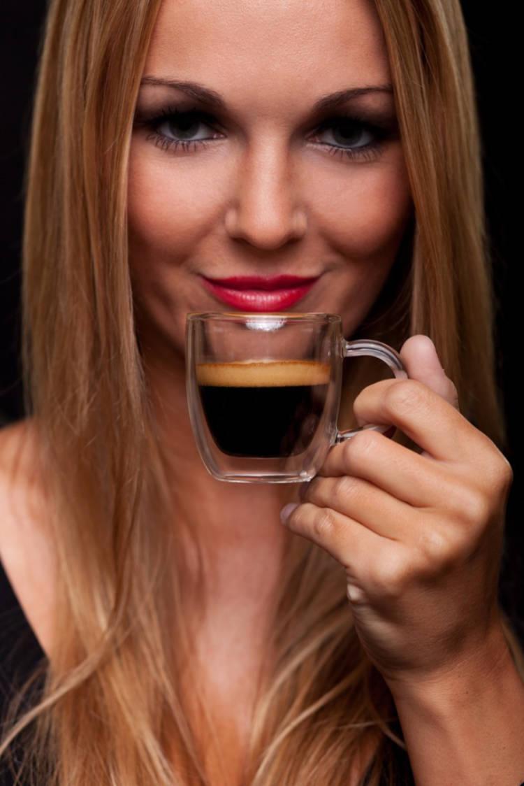 werbefoto-frau-mit-espresso